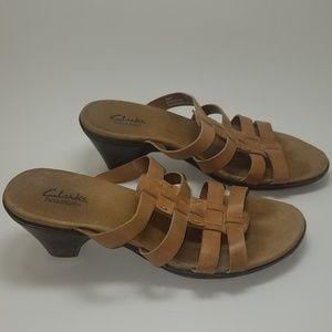 Clarks leather Women's size 7.5 m heels
